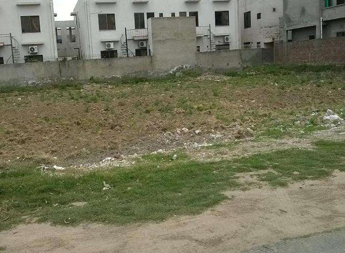 Plot for sale on samungli road behind nim institute